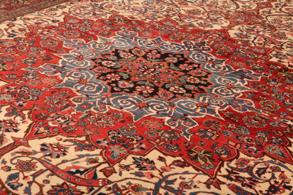 356804 Bakhtiar Shahrkord Circa 1930 Good Condition Size 561 X 358 Cm 9 600x400